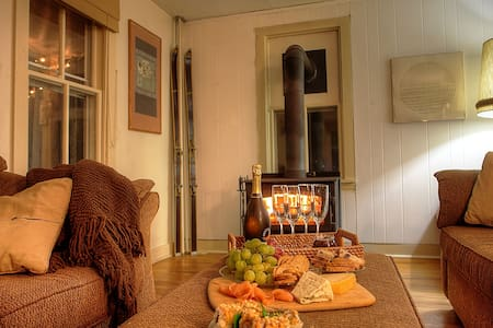 Cozy Winter Farmhouse Ski Getaway 1.5/NYC 1/Philly - Alburtis