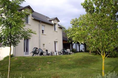 chambres d'hôtes La Prade à 3km de Najac - Bed & Breakfast