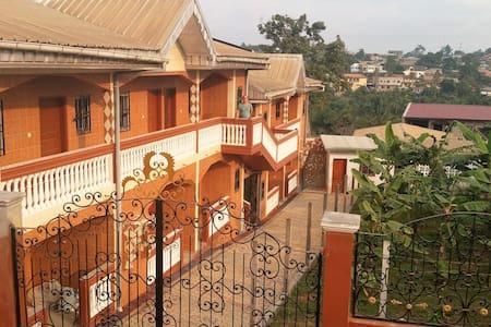 Les Champ Elisa - Yaoundé
