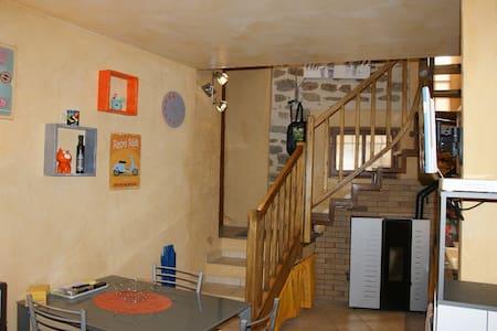 MAISON DANS VILLAGE DE RANDO 04230 CRUIS 4 PERS - House