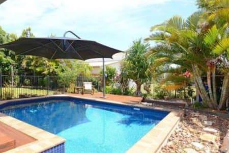 Luxury Style & Prime Location - Haus
