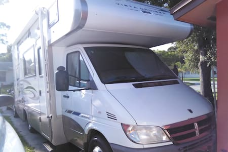 Self-Contained RV in Your Driveway - Seminole - Camper