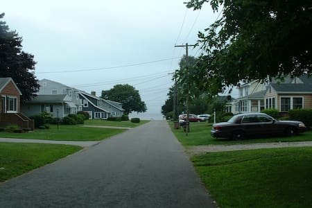 4 Bedroom house with views of Long Island Sound. - East Lyme - Casa
