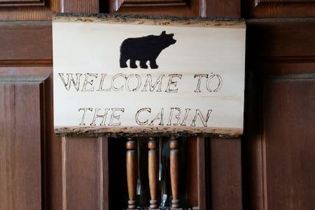Indian Bear Cabin - Blockhütte