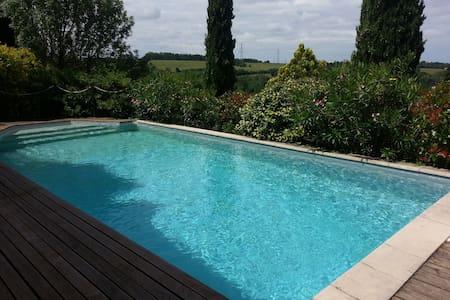 Superbe maison avec piscine aux portes de Toulouse - Dom