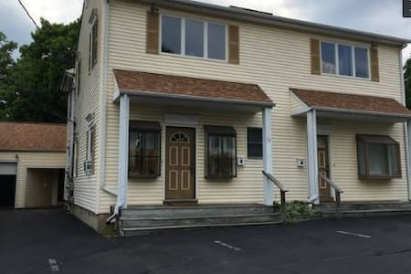 2 BR - 15 min drive to Princeton -Walk to Eateries - Hopewell - Apartamento
