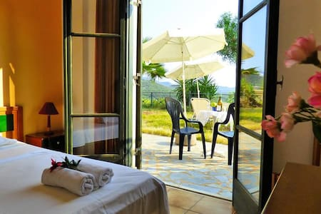 StudioIII ARTEMIS / massive garden / sea view - Mikri Mantineia - Apartment