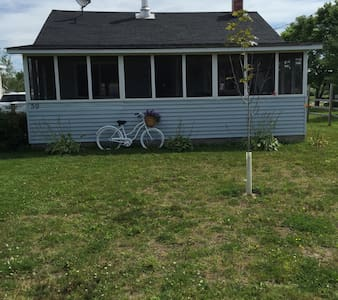 Parlee Beach Cottage - Min to Beach - Cabane