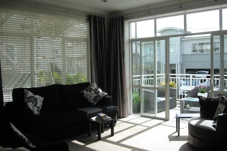 Close to Beach, Heated Swimming Pool and Gym - Townhouse