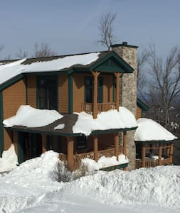 Slopeside Stratton Home with Outdoor Hot Tub - Sorház