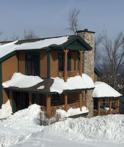 Slopeside Stratton Home with Outdoor Hot Tub - Stratton - Complexo de Casas