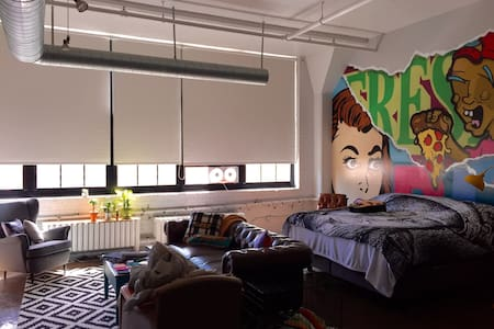 Downtown living in spacious loft! - Apartamento