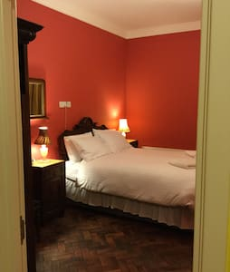 Spacious boutique room & in town & Free Parking - Adosado