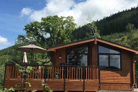 Balquhidder Mhor Log Cabin with Hot Tub and Patio - Chatka