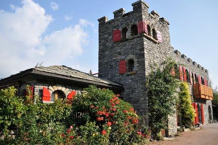 Castel de Daval : Suite Pinot Noir - Sierre - Castle
