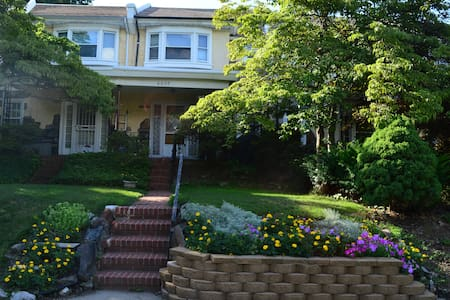 Lovely, quiet space in beautiful Overbrook Farms - Townhouse