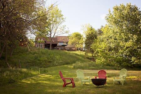 New Listing-3 bed/3bath RiverFront - Ház