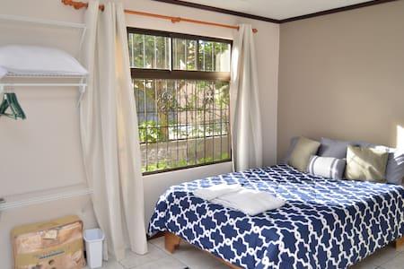 Private Room Sleep 2 or 3 - Ház