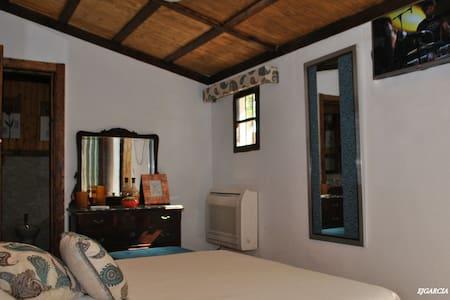 Habitación privada con jacuzzi, ideal para parejas - Peñaflor - Other