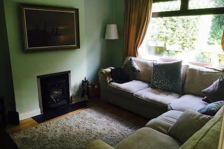 3 bedroom house in leafy Belfast - Casa