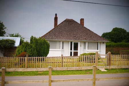 Cute cottage in lovely location - East End - Casa