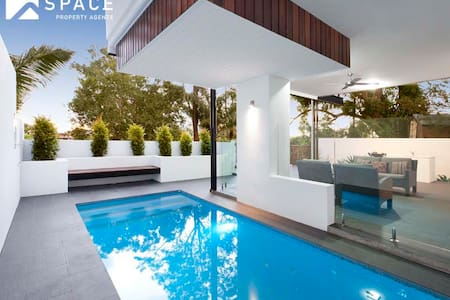 Modern contemporary in Paddington - House