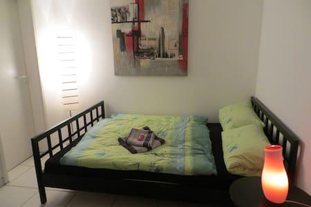 Hübsches Gästezimmer mit eigenem Bad - Casa