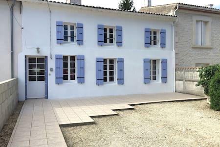 Deceptively Spacious Cottage - Maison