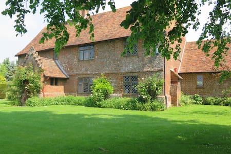 King Size Room in Stunning Tudor House c1540 - Tenterden - Huis