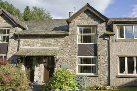 BOBBIN MILL COTTAGE, Crosthwaite, Nr Windermere - Casa