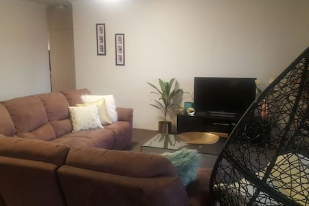 Shared room in Clayfield - Appartamento