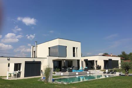 Villa avec piscine - Orliénas
