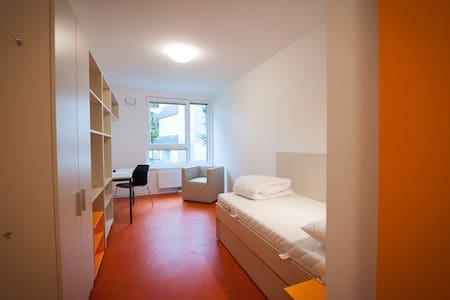 Comfy room for travelers - Vienna
