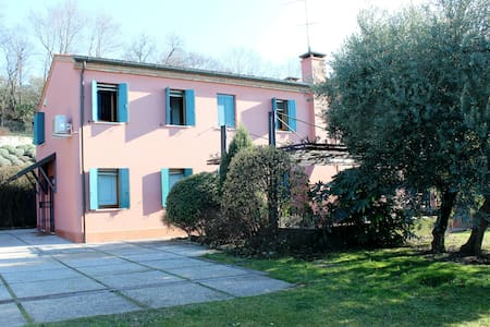 Villa with private garden and swimming pool - Villa