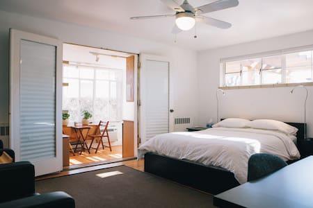 Modern Studio - Denver - Apartment