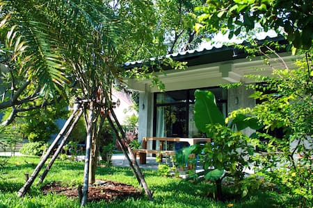 Stylish house in tropical garden - Bangkok