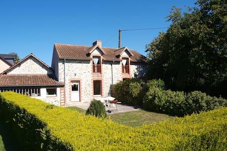 """""""gites chateau des pins"""" - Frossay - Casa"""