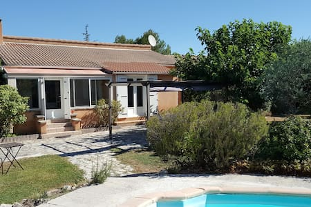 Villa confortable avec piscine - Velleron - Huis