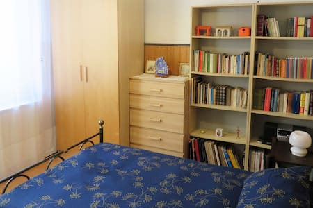 Room close to Forum and Humanitas - Rozzano - Villa