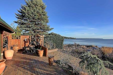Camano Island Beach Cabin - Blockhütte