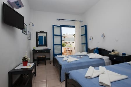 Traditional cycladic hotel near the sea - Paros - Bed & Breakfast