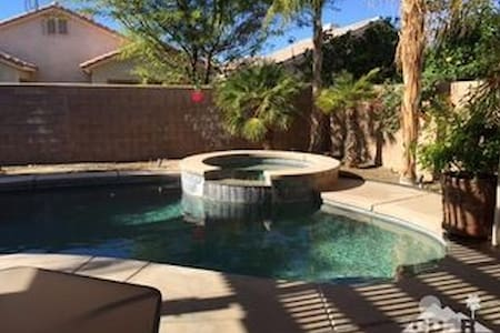 Desert Trip Weekend 1 low cost Room for rent - Indio - Maison