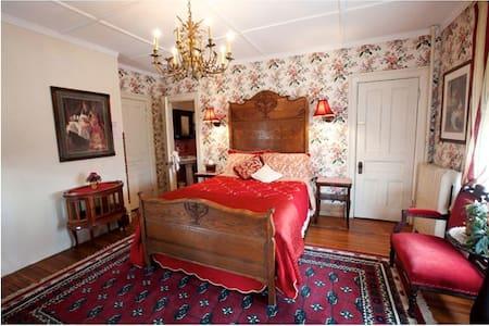 Botsford Briar B&B  Rose Room - Beacon - Bed & Breakfast