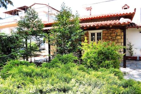 Antica casa di pietra - Ωραιόκαστρο - Rumah