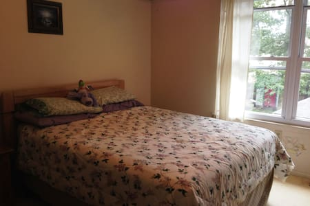Queen Size bedroom for short stays - Radhus