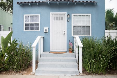 Fully Remodeled 1br/1ba cozy Beach Cottage - House
