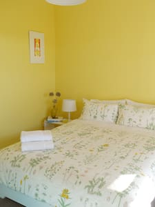 Bee's Hive: The Honey Room - Woodend - Bed & Breakfast