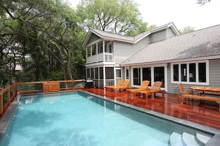 Beautiful Updated Home-Private Pool - House