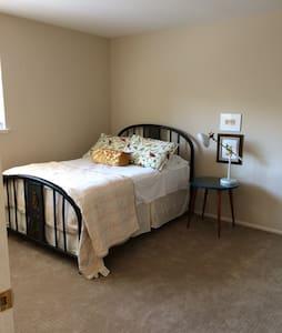 Comfortable room in great location - Társasház