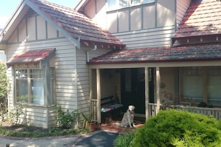 Cosy & Comfortable - 2 bedrooms for up to 4 guests - Surrey Hills - Inny